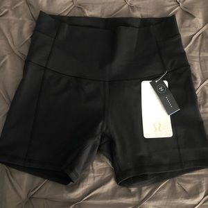 "Lululemon Wunder Under SHORT 5"" Black size 10"